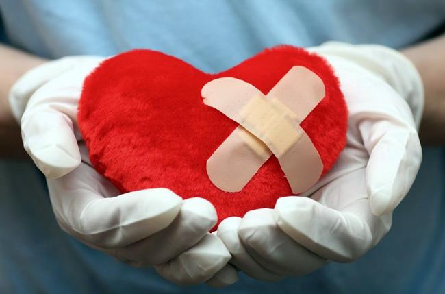 Главная цель операции шунтирования сосудов сердца заключается в том, чтобы улучшить кровоснабжение миокарда и снизить риск развития инфаркта. Аортокоронарное шунтирование помогает увеличить продолжительность жизни и сделать ее более качественной