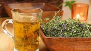 Настойки и чаи на травах оказывают положительный эффект в лечении депрессии