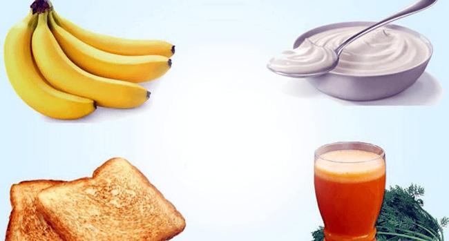 При диарее необходимо соблюдать диету состоящуюю из большого количества жидкости, исключив при этом из рациона алкоголь, тяжелую пищу, мучное сладкое. Пищу принимать часто, пять-шесть раз в день, небольшими порциями