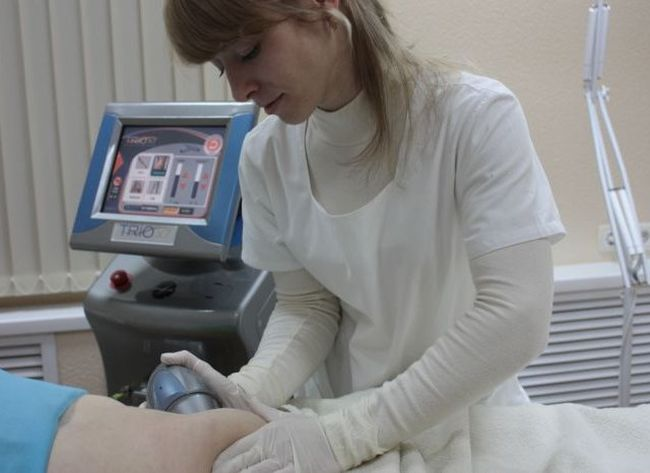 Физиотерапевтические процедуры – озонотерапия, аппликации парафина, облучение ультрафиолетом, стимулируюют регенерацию кожных покровов