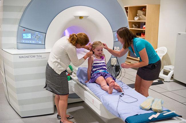 Уточнить причины возникновения энцефалопатии помогут общеклинические исследования, биохимическое исследование крови, цереброспинальной жидкости, ЭЭГ и МРТ головного мозга