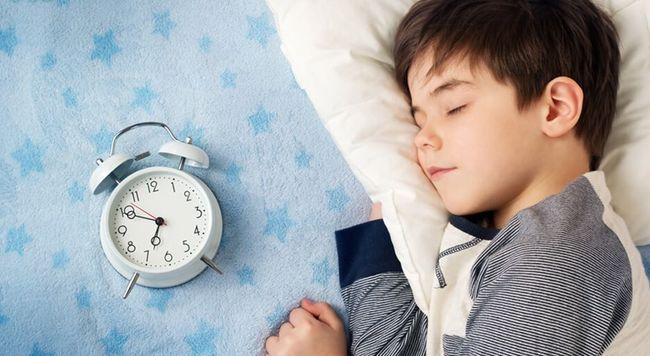 Правильный режим дня может излечить ребенка от энуреза