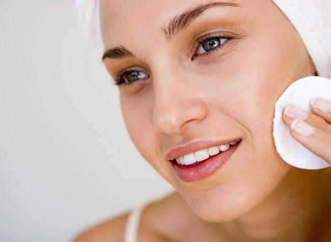 Специальный лосьон из растительного ингредиента поможет убрать признаки воспаления на лице