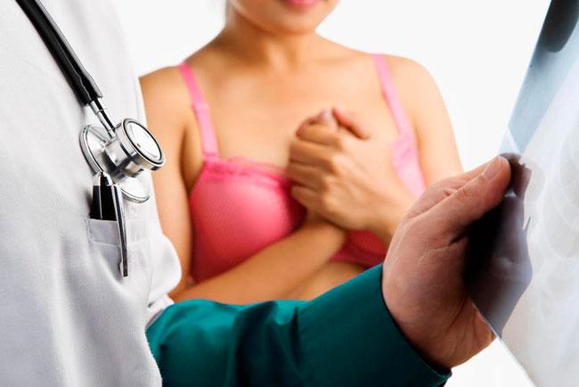 Операция – это единственный метод лечения листовидной опухоли, если диагностирована доброкачественная или пограничная фиброаденома, то применяется секторальная резекция или квадрантэктомия