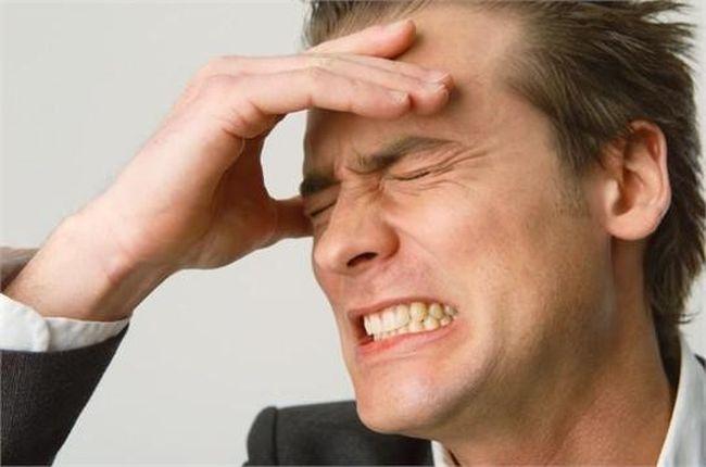 Во время фронтита накапливается гной в пазухах и вызывает мучительные головные боли