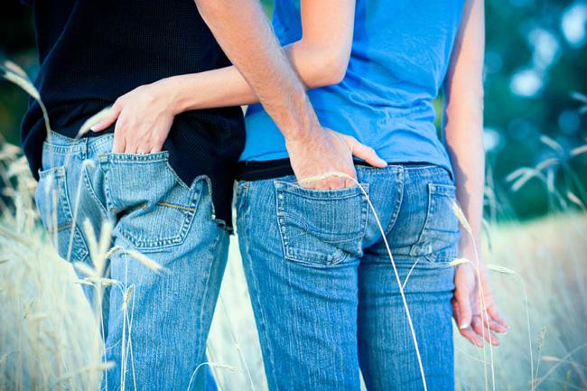 Места локализации сыпи, отмечаются болевыми ощущениями, усиливающимися при ходьбе