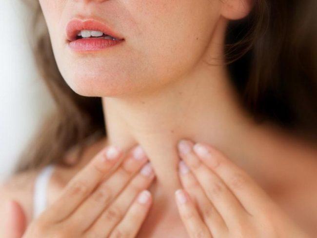 За счет возникновения и распространения этой болезни происходит торможение основных процессов обмена в организме, так как гормоны щитовидной железы отвечают за энергетический обмен
