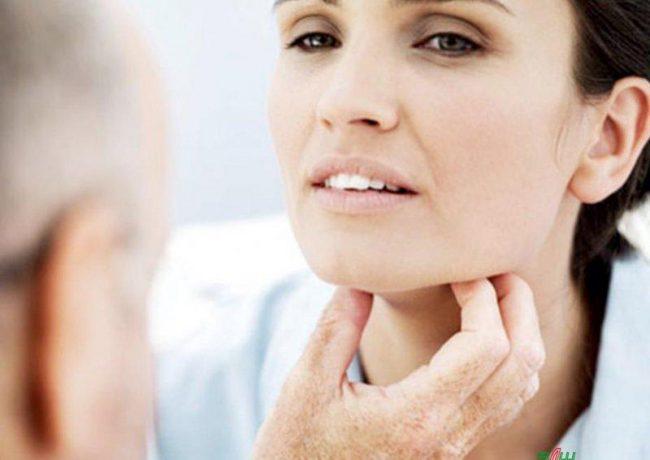 Основным методом лечения гипофункции щитовидной железы является заместительная гормональная терапия. Препараты на основе гормонов щитовидной железы должны стать базовыми, а все вышеперечисленные мероприятия в лечении гипотиреоза носят вспомогательный характер