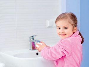 Родители просто обязаны привить своему ребенку елементарные правила гигиены, чтобы избежать серьезных проблем в будущем, например, возникновения глистов у малыша