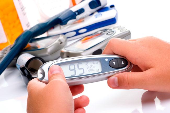 C помощью глюкометра можно своевременно проверить уровень сахара в крови в домашних условиях, без похода в лабораторию