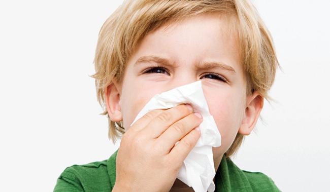 Причиной гноя в горле у детей может быть не только инфекция, но и инородное тело в носу или носовых пазухах