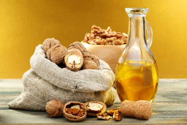 Регулярное употребление грецких орехов повышает потенцию, предотвращает развитие простатита и аденомы
