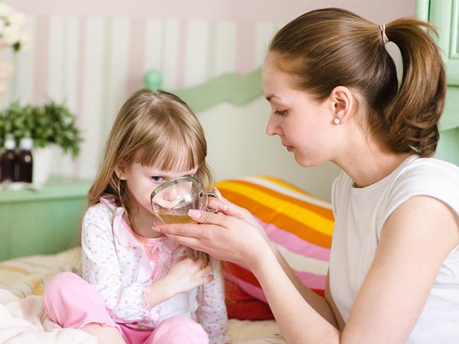 Применение антимикозных препаратов может вызывать острые аллергии и серьезно нарушить детское здоровье, поэтому ни в коем случае не занимайтесь самолечением грибка у вашего ребенка