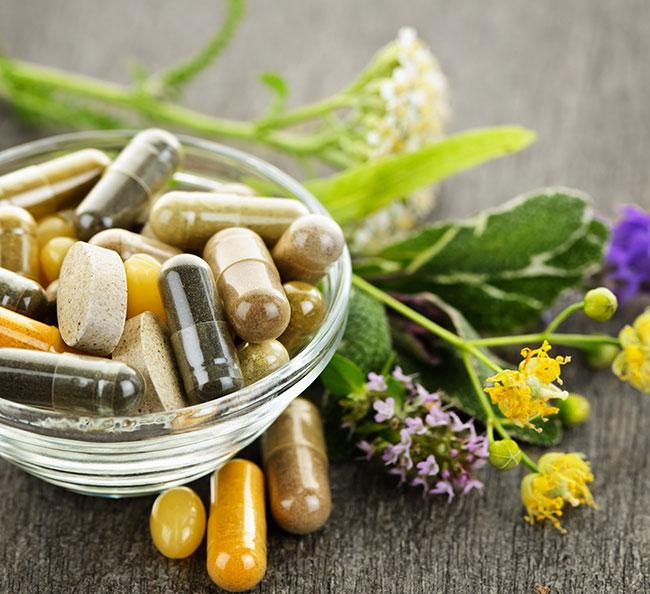 Положительный эффект дает лечение хеликобактер пилори с помощью отваров и сборов лекарственных растений, которые помогут нормализовать кислотность желудочного сока и устранить болевые ощущения в животе
