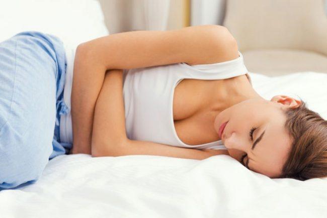 Более чем в 60% такие симптомы внематочной беременности как кровотечение или боли, заставляют женщину обратиться к врачу раньше, чем возникнут осложнения