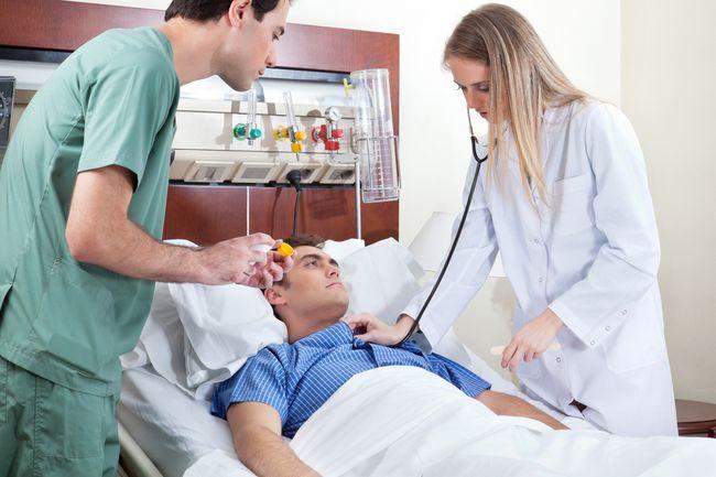 После инсульта человек требует повышенного внимания и ухода, так как утрачивает способность заботиться о себе