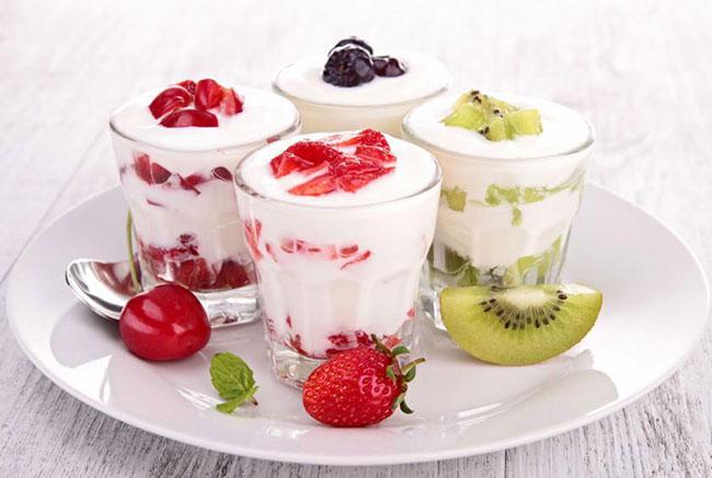 Очень важно всю посуду, которую вы будете использовать при приготовлении йогурта, тщательно вымыть и затем обдать кипятком, чтобы избежать неудач и неприятных моментов