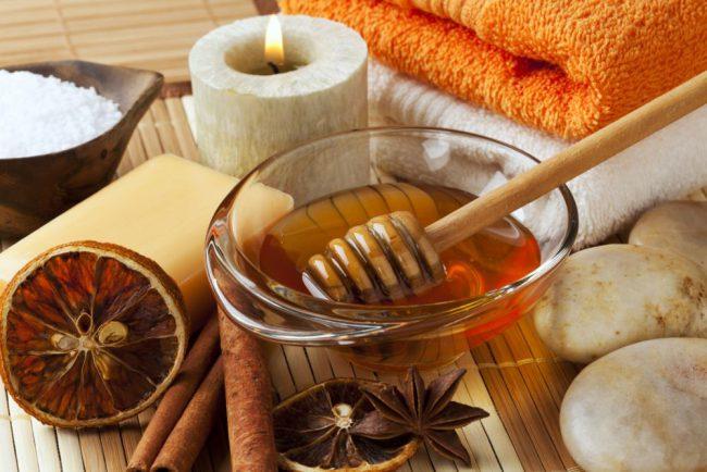 Медовое обертывание проводится как горячим, так и холодным методом