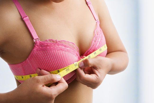 Увеличить грудь в домашних условиях возможно! Сделать ее объем не только визуально больше — реально! Главное в этом деле – правильное питание и определенный набор упражнений