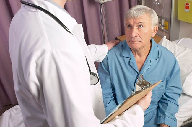 Темный цвет стула у пожилых людей чаще всего спровоцирован медикаментами.