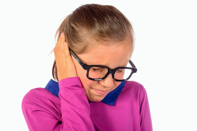 Кандибиотик не прописывают детям моложе шести лет. Важно не пользоваться каплями, если есть проблемы с целостностью барабанной перепонки. В этом случае возможно ухудшение слуховых функций, вплоть до полной потери слуха