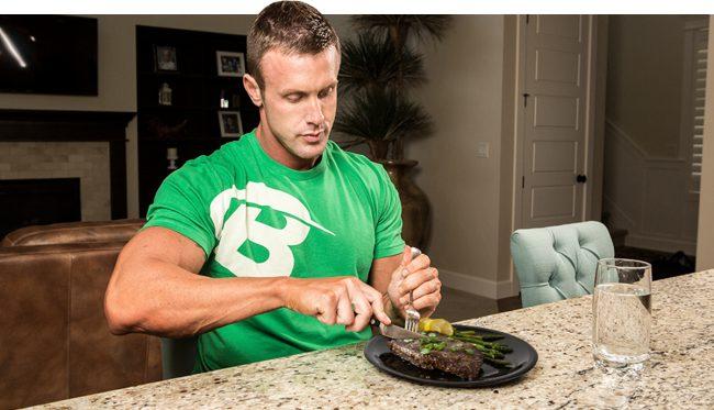 Во время кетоза организм снижает уровень расщепления белков (при условии, что вы потребляете их в адекватном количестве – 1,4 грамма на 1 кг массы тела в день)