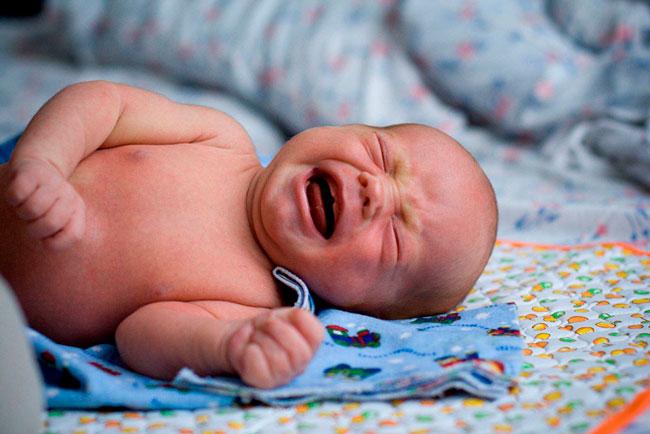 Кишечные колики у новорожденных - это боли в животе, связанные с повышенным газообразованием в кишечнике