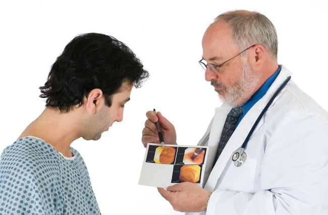 Колоноскопия чаще всего проводится с помощью эндоскопа
