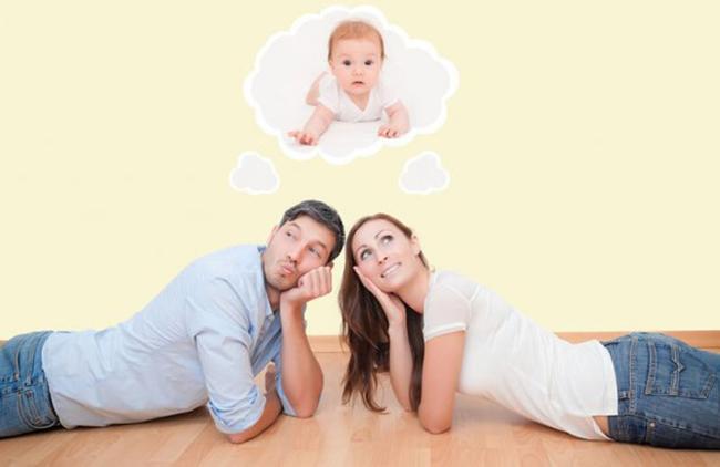 При первом зачатии у женщины с отрицательным резусом (если у мужчины – положительный) конфликта не происходит, т.к. организм матери еще не выработал к чужеродным ему белкам антитела.