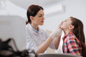 Если кровотечения из носа у ребенка повторяется достаточно часто, тогда следует обратиться к врачу для консультации