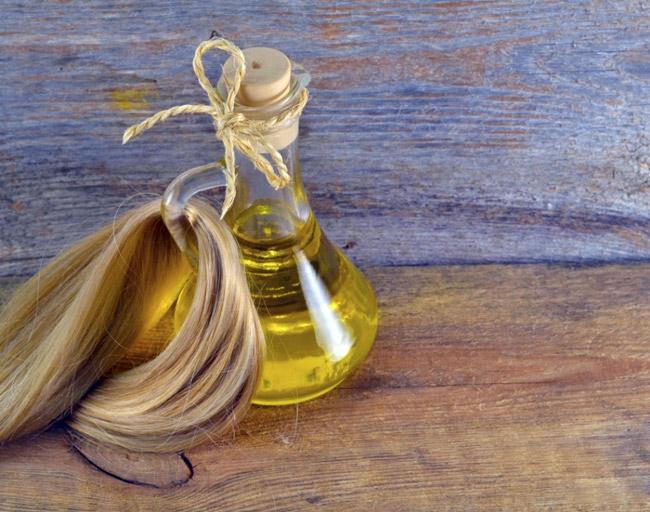 Кунжутное масло бережно ухаживает за волосами