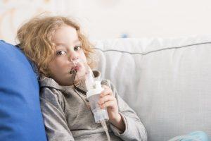 Врачи также часто рекомендуют использовать препарат Лазолван для ингаляций, как взрослым, так и ребенку, что способствует быстрому выздоровлению