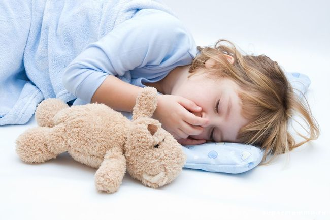 При повышении лейкоцитов ребенок может испытывать сонливость