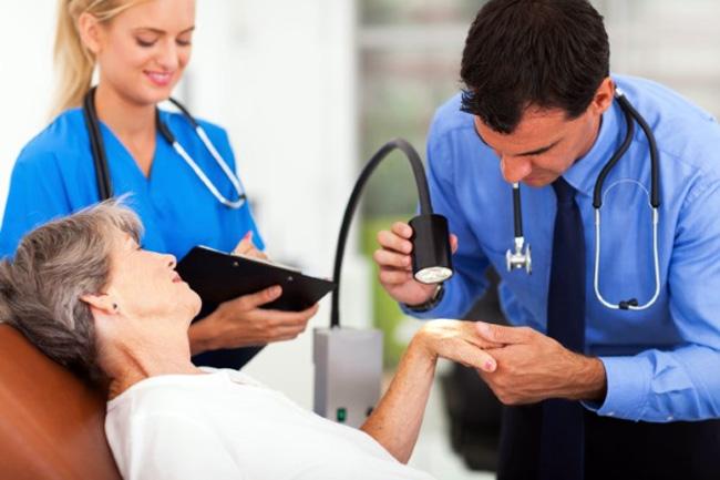 Составить эффективную схему лечения опоясывающего лишая может инфекционист или дерматолог