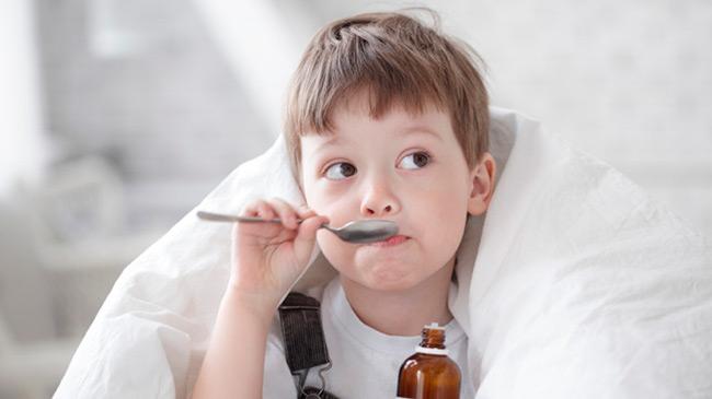 При восстановительном периоде ребенку следует обеспечить усиленный питьевой режим, чтобы восполнить нехватку жидкости в организме и вывести остатки токсинов