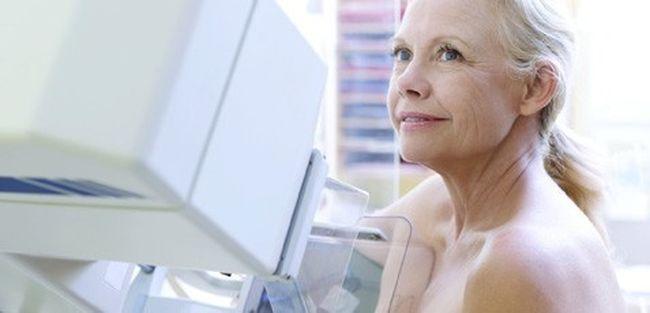 Маммографию нецелесообразно делать женщинам до 40 лет в профилактических целях, так как до этого возраста молочная железа достаточно мягкая и однородная, рентгеновские лучи не могут выявить особых уплотнений, даже если они есть
