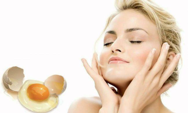Яичная маска легко наносится, быстро готовится и эффективна в борьбе с морщинами