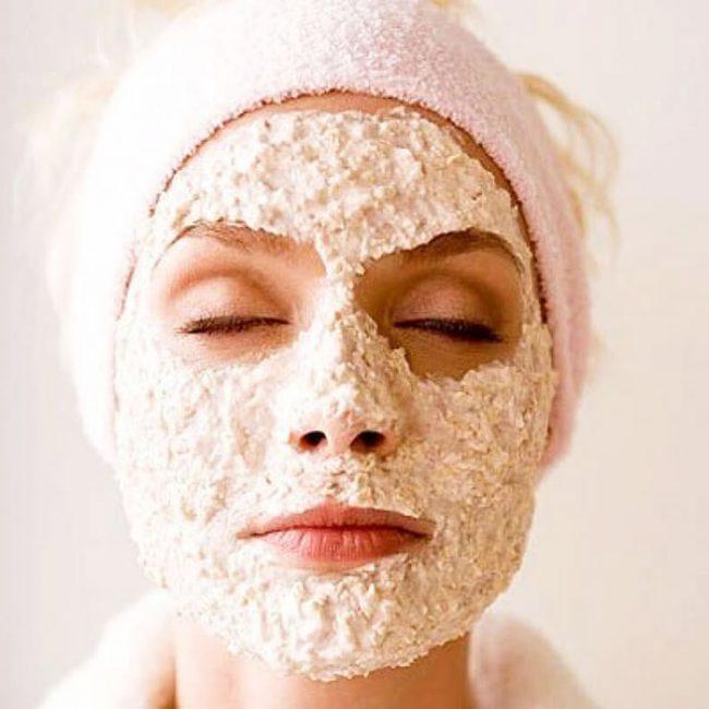 Успокаивающим эффектом обладает маска на основе ромашкового настоя и овсянки