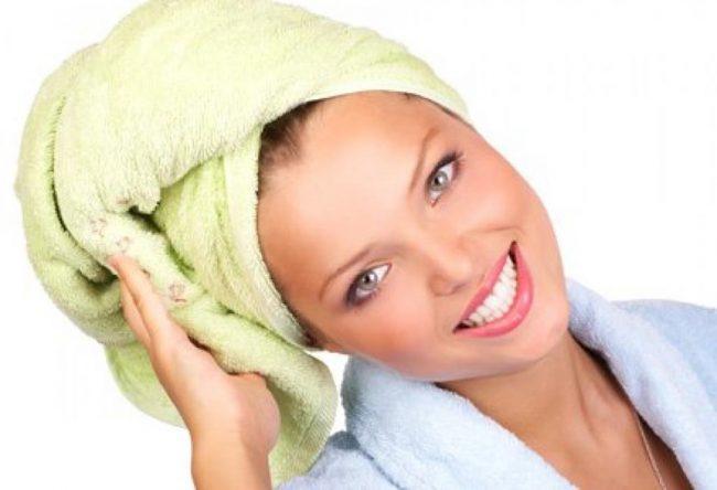 Для поврежденных волос хорошо подойдет маска, сделанная из бананов