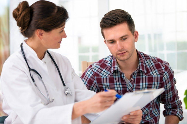 После постановки диагноза, врач принимает решение о применении мази Ауробин