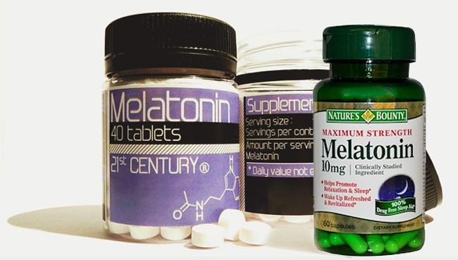 Мелатонин выпускают в форме таблеток и в капсулах, разные формы выпуска имеют разную скорость усвоения организмом и существенно отличаются по цене