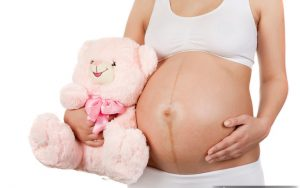Любые кровяные выделения при беременности являются поводом для опаски, поэтому в случае их появление следует незамедлительно обратится на обследование к лечащему врачу