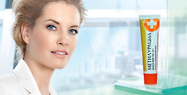 Мазь Метилурацил находит применение в косметологии, активное вещество мази оказывает положительное влияние на сосотояние кожи, способствую разглаживанию морщин
