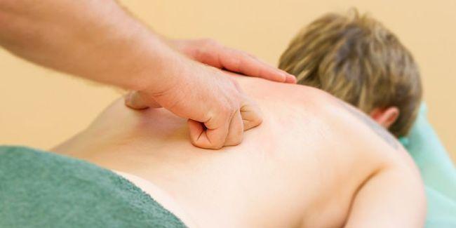 Массажные процедуры - отличный способ избавиться от миалгии