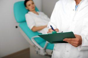Перед приемом Мифепристона назначается ряд анализов, чтобы убедиться в здоровье женщины. Именно этот процесс аборта врачи считают наиболее щадящим и безопасным для женского организма, нежели хирургическое вмешательство