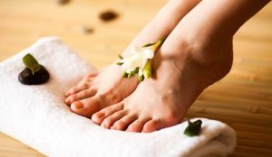 В природной аптечке можно найти эффективные и более безопасные рецепты от отечности ног