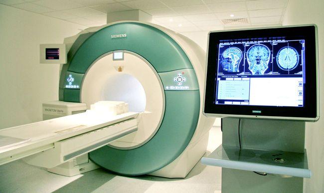 МРТ шейного отдела позвоночника покажет все - от мягких тканей, и хрящей, до нервных образований.
