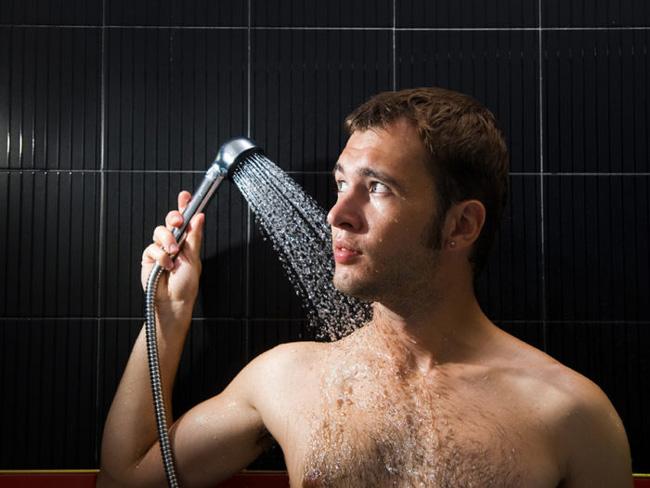 Регулярные гигиенические процедуры полового члена, помогут избежать появления красных пятен на головке