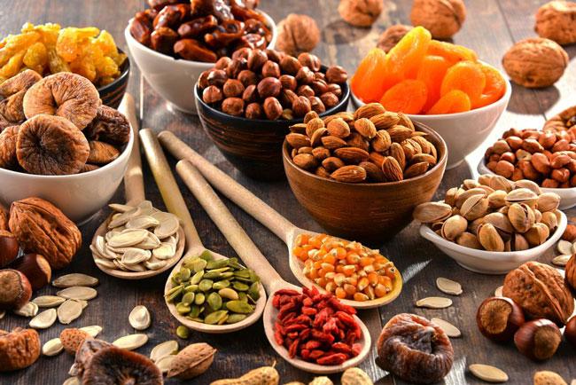 При лечении первичного гиперальдостеронизма обязательно следует придерживаться правильного и диетического питания, а для насыщения организма калием рекомендуют включить в рацион сухофрукты