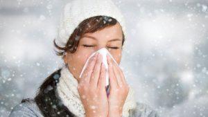 Причиной инфекционного ринита являются вирусы, проникшие в полость носа и глотки человека